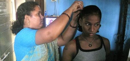 Thulasi sammen med Helenma, som hun bor hos